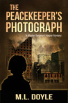 The Peacekeeper's Photograph (Master Sergeant Lauren Harper Mystery,#1)