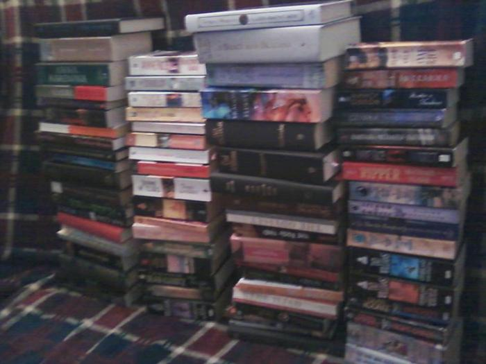 Haven't read/finished any of these books yet, but plan to this year as part of the dusty book challenge. (Sorry for bad quality, used a camera phone lol)